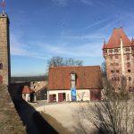 """Unter dem Mott """"Burg live - Faszination Mittelalter"""" nähert sich das Künstlerkollektiv Leo N. gemeinsam mit der Burg Abenberg und dem Haus fränkischer Geschichte dem Thema an."""